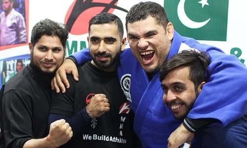 MMA fever in Karachi