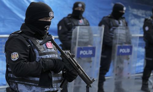 Manhunt in Turkey after New Year's nightclub shooting