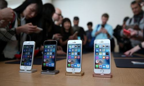 iPhone sales lift Apple to record quarter
