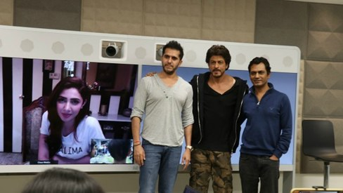 Mahira Khan joins Shah Rukh Khan for Raees promotion