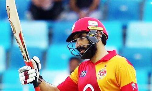 Misbah raises his bat to the crowd after scoring 50 runs. — DawnNews