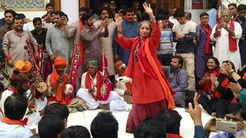 Sheema Kermani defies act of terrorism, performs at Lal Shahbaz Qalandar's shrine