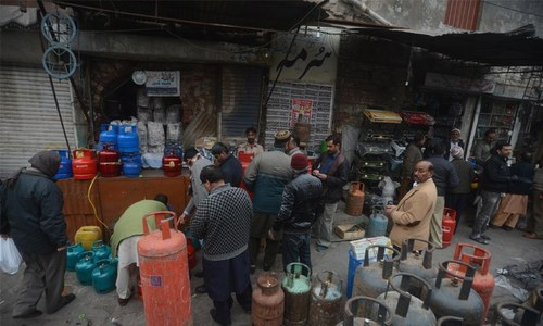 Ogra rejects govt request to set LPG cylinder price at Rs1,100
