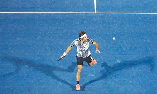 Federer fires on return from Melbourne heroics
