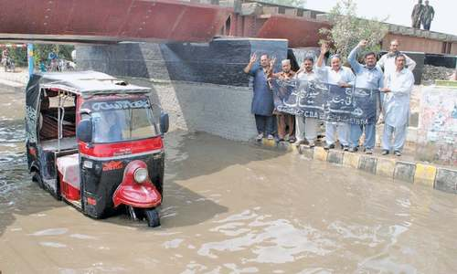 Sewage floods Hyderabad's roads as workers disrupt system