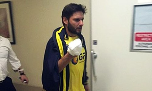 Hand injury forces Afridi out of PSL final