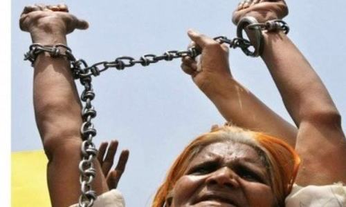 Tharparkar police free 66 peasants 'held in bonded labour'