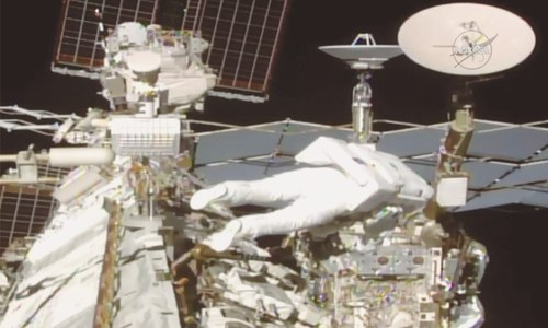 Spacewalking astronauts begin upgrade to orbiting lab