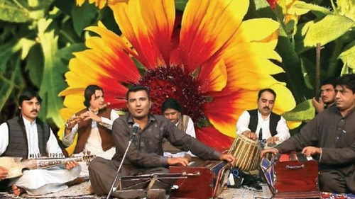 This Pashto folk singer's first thematic music album focuses on the Pakhtun cultural identity
