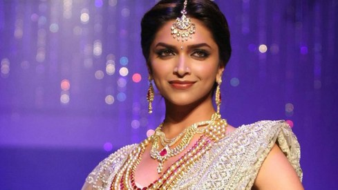 Deepika's not leaving Bollywood for Hollywood, says she's 'aware of her roots'