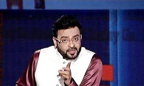 Pemra tells Amir Liaquat to apologise on air for 'hate speech'