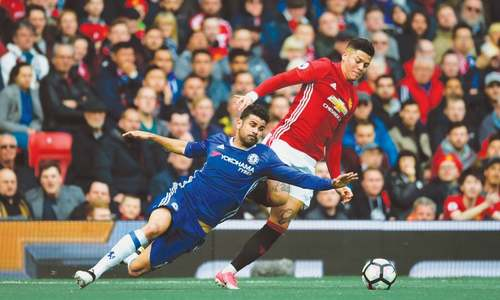 United rock Chelsea to ignite title race