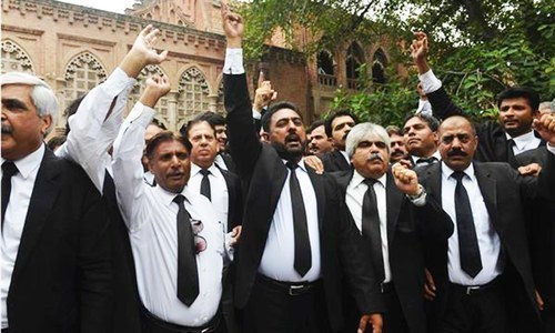 Lawyers threaten 'long march' if PM doesn't quit
