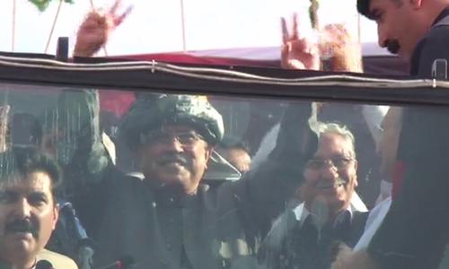 Former president Asif Ali Zardari addresses public gathering in Mardan.─DawnNews