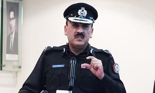 Centre, Sindh govt trade barbs in court over IGP's posting