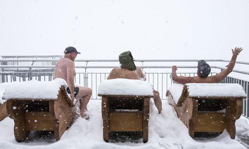 کہیں شدید گرمی تو کہیں برف باری