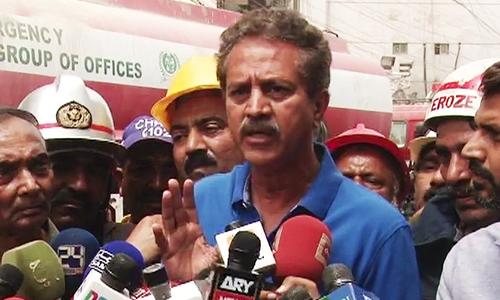 Mayor Karachi speaks to reporters.— DawnNews