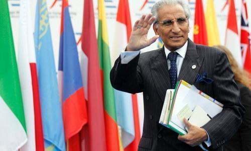 Tariq Fatemi removed from post by PM following inquiry into Dawn story