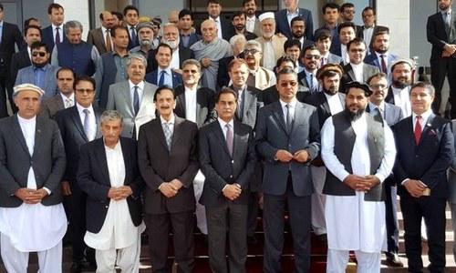 تناؤ میں کمی: پاکستانی پارلیمانی وفد کا دورہ افغانستان
