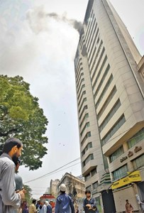 Blaze in high-rise exposes inefficiency of city's fire department