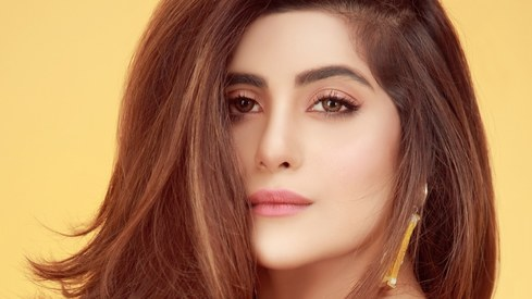 Sohai Ali Abro to star in Adnan Sarwar's Motorcycle Girl biopic
