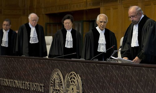 Presiding judge Ronny Abraham of France, right, enters to read the World Court's verdict in the case brought by India against Pakistan in The Hague, Netherlands. ─ AP