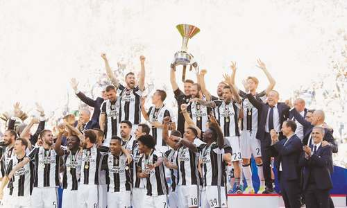 Juventus clinch record sixth straight Serie A title