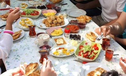 رمضان میں کس طرح کے کھانے، سبزیاں اور پھل استعمال کرنے چاہئیں؟