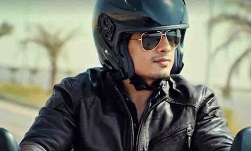 Clichéd automobile ads in Pakistan feature celebs who smile for no reason