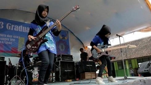 This hijab-wearing metal band is challenging stereotypes about Muslim women