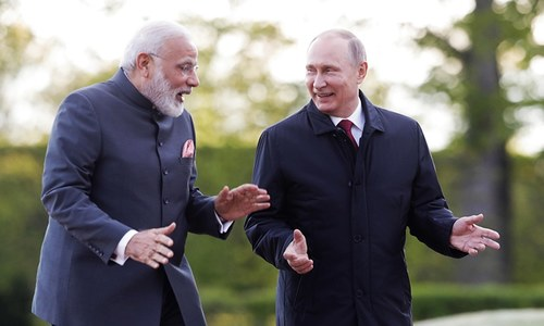 Putin, Modi talk up trade at Russia's economic showcase