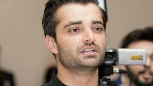 Don't be ashamed if you can't speak English, says Hamza Ali Abbasi to Sarfraz Ahmed