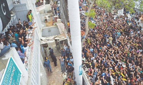 Triumphant cricketers return home to hero's welcome