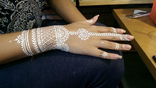 The next big thing on Eid is white mehndi, and I tried it