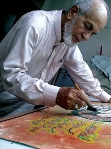 Ustad Irfan: holding pen for master calligraphy pieces