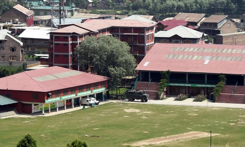 Indian soldiers clash with suspected rebels at Kashmir school