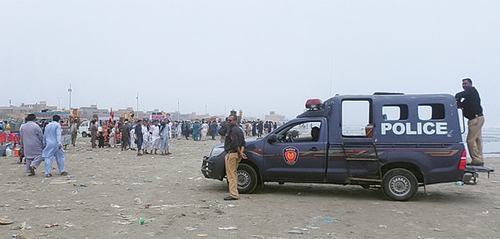 Picnickers flock to beaches amid restraints in Karachi