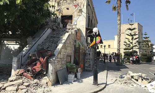 2 killed, over 100 injured as quake hits Greek, Turkish resorts