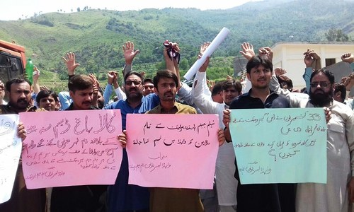 Protesting Neelum-Jhelum power project employees demand induction into Wapda
