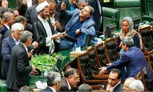 Iran media slam MPs for taking 'selfies of humiliation'