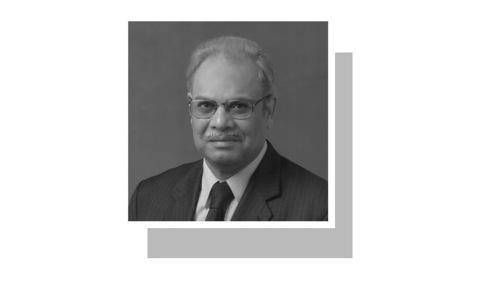 لکھاری سابق سیکریٹری خارجہ ہیں اور پنجاب یونیورسٹی میں 1965 سے 1969 تک کوانٹم فزکس پڑھا چکے ہیں۔