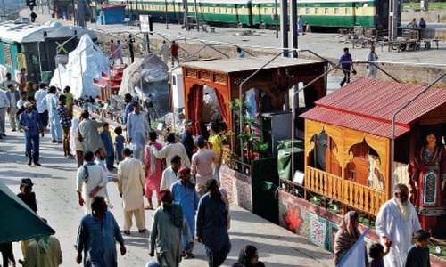 Azadi Train attracts Lahorites