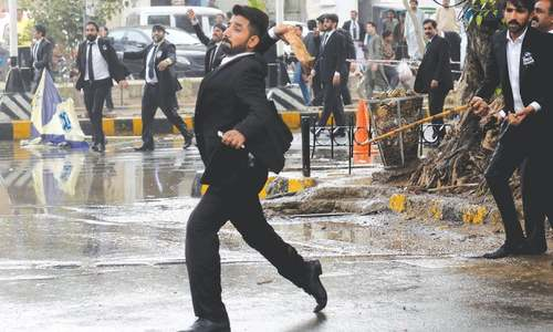 Lawyers go on the rampage in Lahore