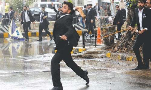 Pakistan Bar Council condemns lawyers-police clash in Lahore