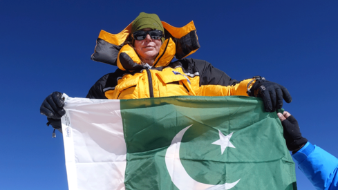 I carried Pakistan's flag to the K2 summit as a reminder of Pak-US friendship: Vanessa O'Brien