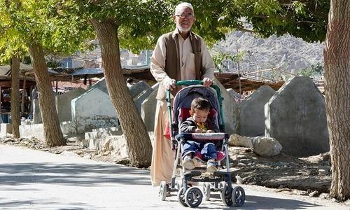 کوئٹہ کا ہزارہ قبرستان، جہاں زندگی کا میلہ سجتا ہے