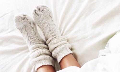 سونے سے قبل جرابیں پہننے کا یہ فائدہ جانتے ہیں؟