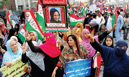 PAT sit-in outside Secretariat to get judicial inquiry report