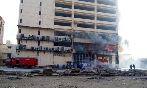 Fire erupts at 14-storey building in Karachi's Clifton area