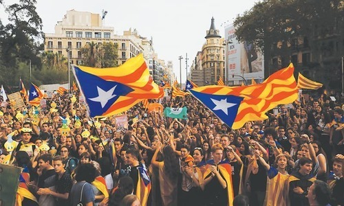 Spanish court pressures Catalans in tense independence standoff
